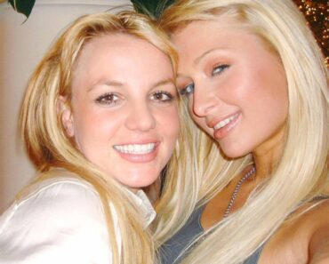 Paris Hilton Still Claims She and Britney Spears ''Invented the Selfie''